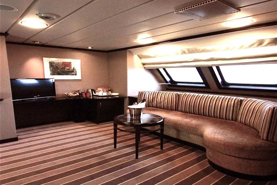 hurtigruten-ms-nordlys-suite-M2